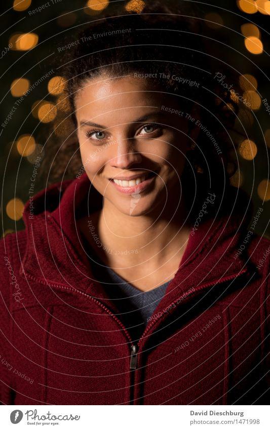 Blickkontakt feminin Junge Frau Jugendliche Kopf Haare & Frisuren Gesicht Auge Nase Mund Lippen Zähne 18-30 Jahre Erwachsene Freude Glück Fröhlichkeit