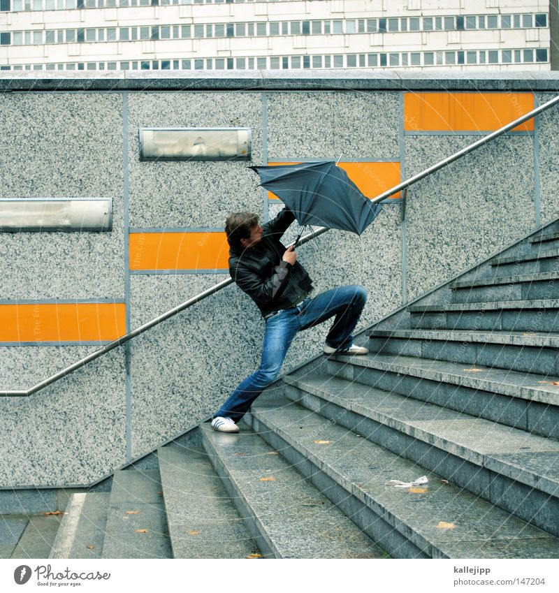 gegenwind Mensch Mann Traurigkeit Regen Wetter Wind Brücke kaputt Regenschirm Fliesen u. Kacheln Sturm Unwetter Leidenschaft Tunnel Desaster Fußgänger