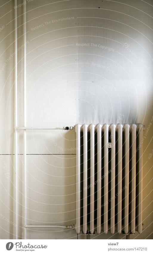 Kraftheizung. ruhig Tapete Wärme Stahl gehen dreckig frei heiß kalt Einsamkeit Energie Leistung Ordnung Zeit Heizkörper Heizung heizen Röhren Anschluss