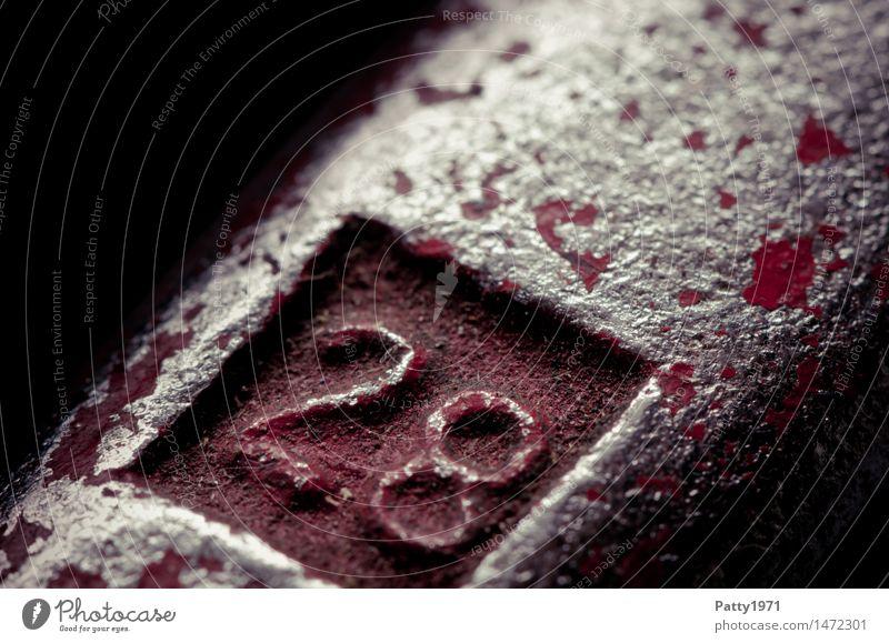 28 Werkzeug Schraubenschlüssel Metall Ziffern & Zahlen alt dreckig rot silber Verfall Vergänglichkeit Wandel & Veränderung abblättern 18-30 Jahre