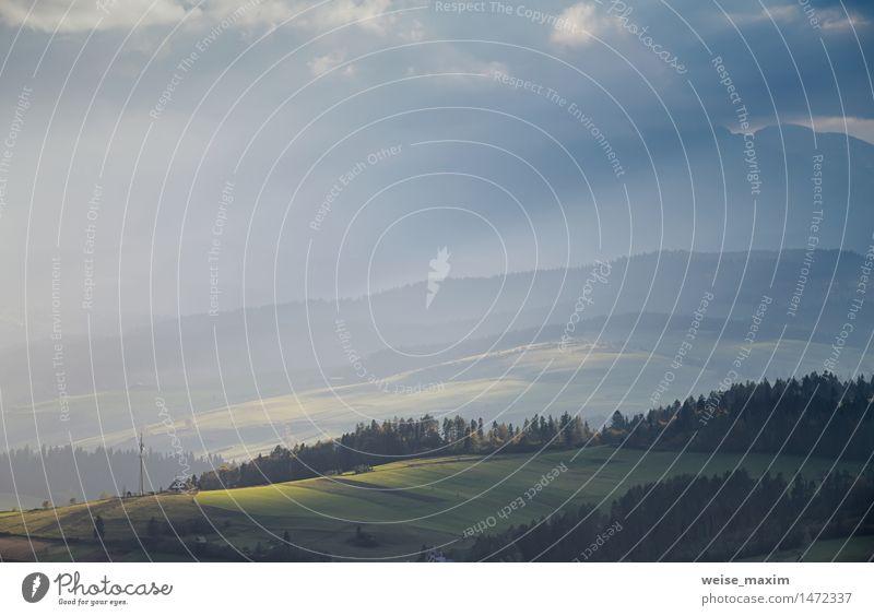 Herbst in Süd-Polen. Herbstabend. September Sonnenuntergang Natur Ferien & Urlaub & Reisen blau grün Baum Landschaft Haus Wald Berge u. Gebirge gelb Wiese