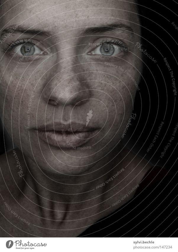 only me Schatten Porträt Blick schön Gesicht Frau Erwachsene Auge Nase Mund Lippen Fassade Maske Denken festhalten außergewöhnlich dunkel Wachsamkeit Müdigkeit
