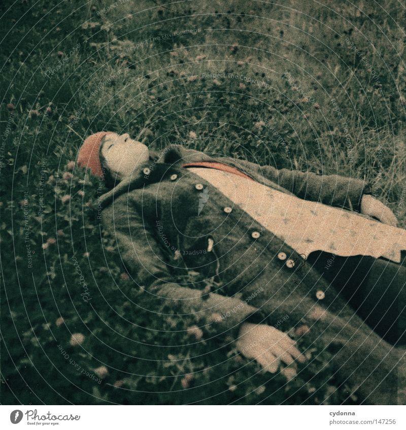 Der Traum Frau Mensch schön Einsamkeit Ferne Wiese Leben Gefühle Gras Stil träumen Stimmung Zeit liegen ästhetisch Hoffnung