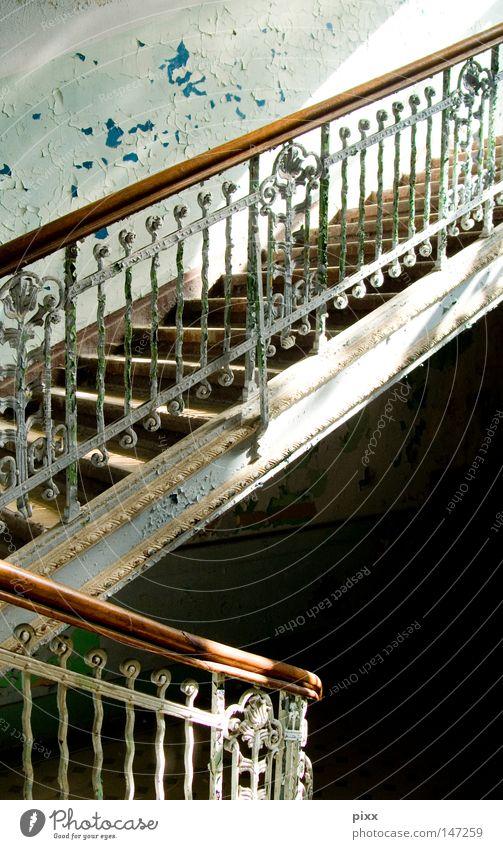 Ich folge Dir grün blau Leben Wand oben Holz grau Farbstoff Mauer Architektur Deutschland Treppe Ende Gastronomie streichen