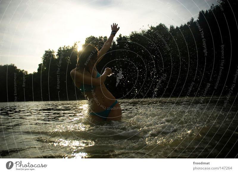 dunkelbunt Schwung Silhouette schön himmlisch Aktion Haare & Frisuren Stil lässig Haargel Halt nass Bikini türkis rocken trocknen Wolken Kondensstreifen
