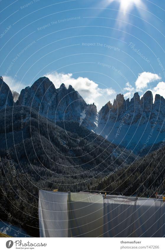 Wäscheberg 2 Berge u. Gebirge Himmel Wolken Bettwäsche blau Schnee Suche Wäscheleine Gipfel Ferne Wäsche waschen rein Sauberkeit Bundesland Tirol Südtirol