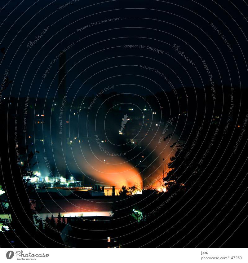 Nachts Licht Langzeitbelichtung Arbeit & Erwerbstätigkeit Fabrik Industrie Feuer Herbst Nebel Sträucher Schornstein Holz Metall Stahl Rauch dunkel Oktober