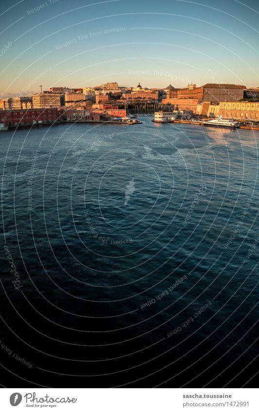 Jachthafen von Neapel Ferien & Urlaub & Reisen Stadt blau rot ruhig gelb Wärme ästhetisch Europa Italien Schönes Wetter historisch Seeufer Sehnsucht Bucht Hafen