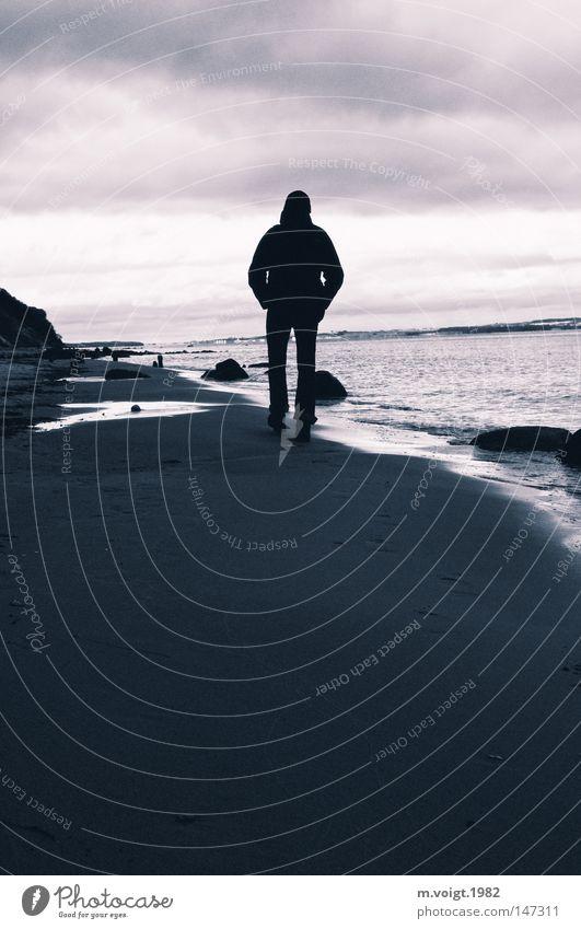 allein allein Textfreiraum unten Dämmerung Silhouette Reflexion & Spiegelung Ganzkörperaufnahme Rückansicht Ferne Strand Meer wandern Mensch maskulin Mann