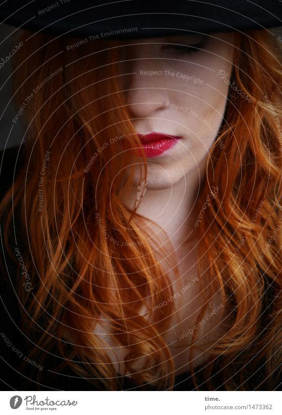 . Mensch schön ruhig feminin Denken Stimmung träumen warten Coolness Gelassenheit hören Wachsamkeit Hut langhaarig selbstbewußt Stolz