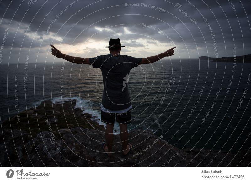 König der Welt Mensch Natur Ferien & Urlaub & Reisen Jugendliche Junger Mann Landschaft Einsamkeit Wolken 18-30 Jahre Berge u. Gebirge Erwachsene Umwelt Stil