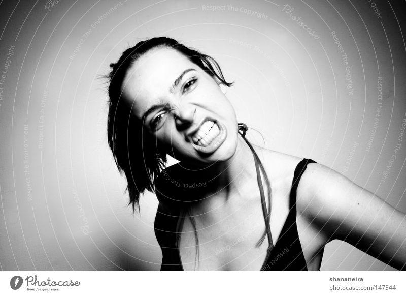 el mordisco Mensch Frau Jugendliche schön Erwachsene Junge Frau feminin Gefühle 18-30 Jahre Kraft gefährlich Coolness bedrohlich Zähne stark