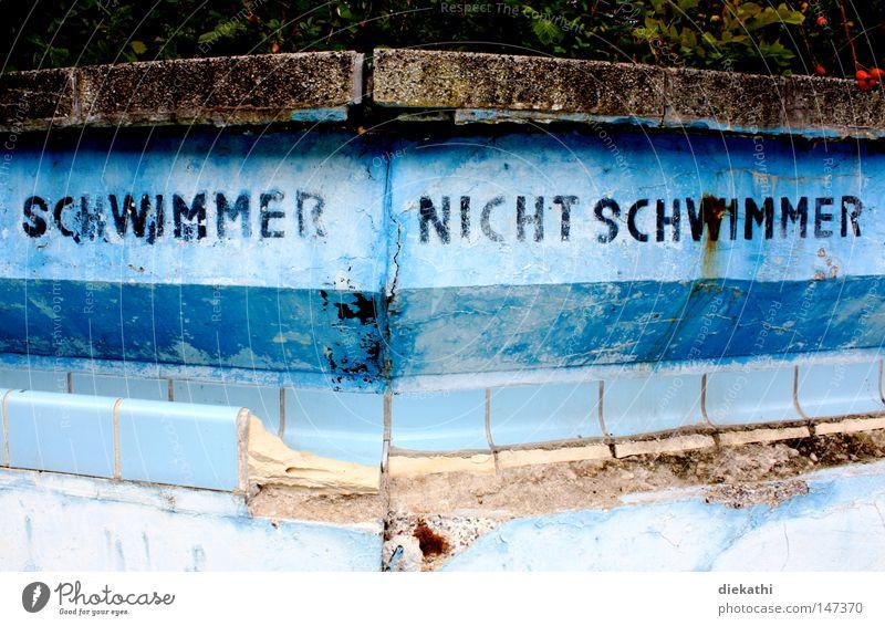 Freistil alt blau Einsamkeit Stein Schwimmbad kaputt Freizeit & Hobby Schwimmen & Baden Fliesen u. Kacheln verfallen Ostsee brechen Wassersport