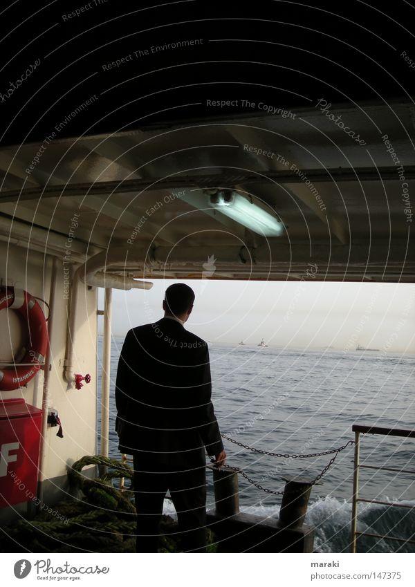 think. Mann Meer ruhig Einsamkeit Ferne Arbeit & Erwerbstätigkeit Denken Wasserfahrzeug Hoffnung Hafen Anzug Unternehmen Gedanke Fähre ungewiss Istanbul