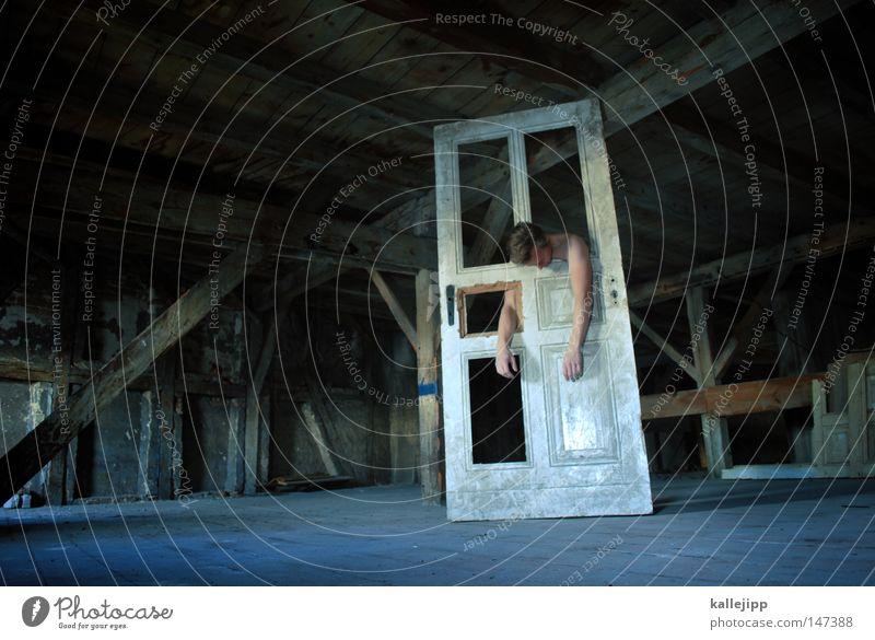 monster AG Tür Mann Mensch Monster Dachboden träumen Tod Sensenmann hängen kaputt Balken Dachgebälk Spuk spukhaft Fenster Holz bewegungslos fremd anonym