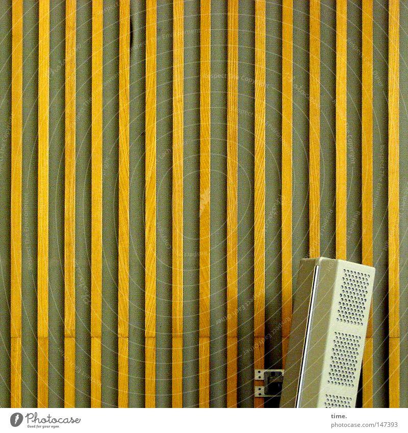 krrrk bonk fiiiiiiiiiiiet Lautsprecher Technik & Technologie Kommunizieren Holzvertäfelung Loch Halterung Befestigung akustisch Schall laut Elektrisches Gerät