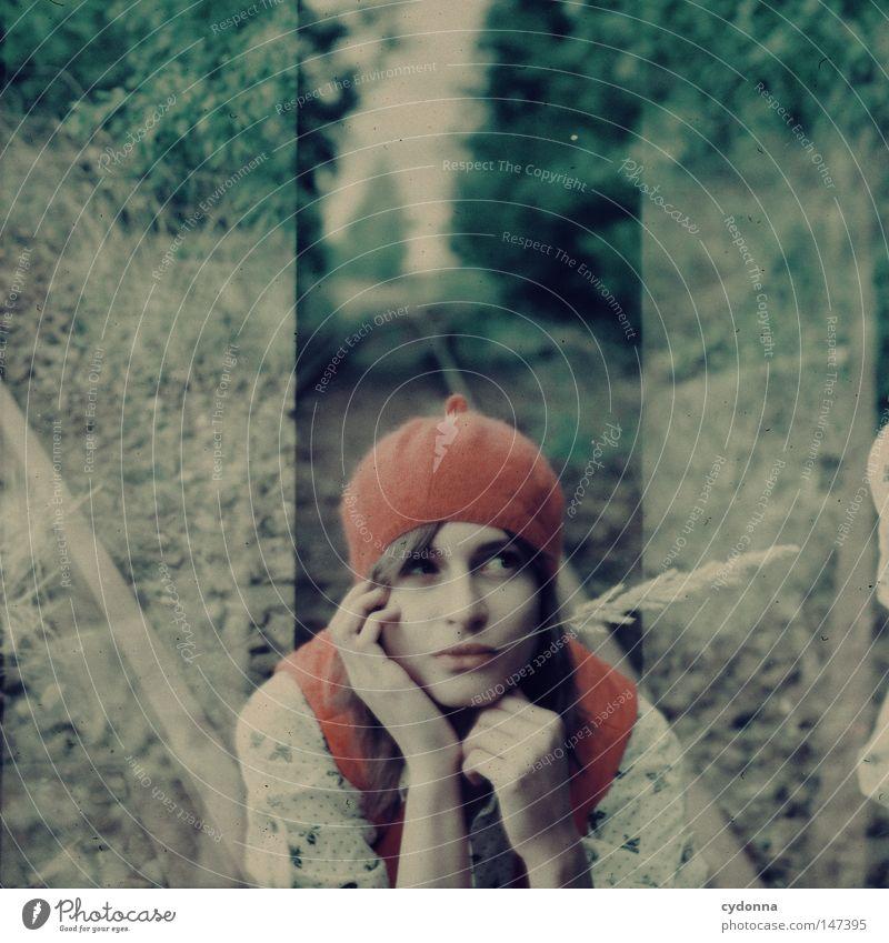 Gedanken fliegen vorbei analog Rollfilm Mittelformat Quadrat Fehler retro Romantik Nostalgie vergilbt Stil Frau Bekleidung Hemd Weste Strumpfhose Zeit