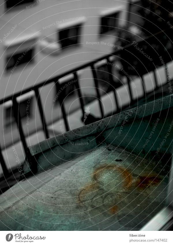Circles Beton Mannheim Fensterbrett dunkel Haus verfallen Lomografie Rost alt