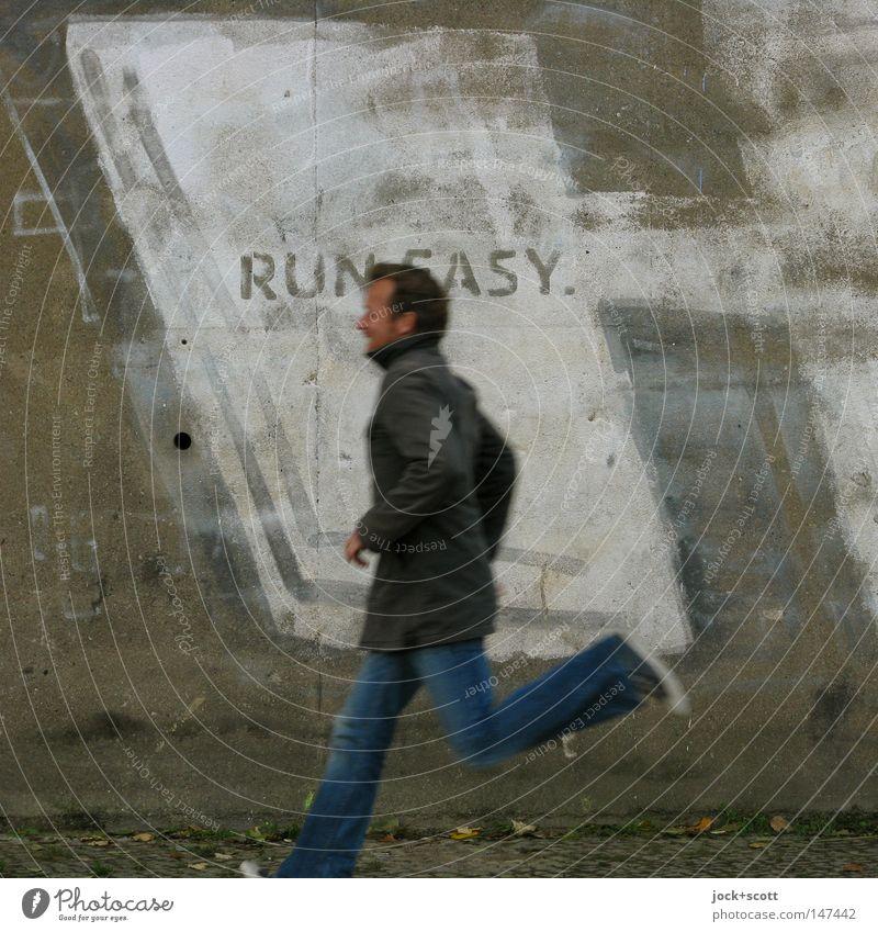 Bln08_Easy to Run Mensch Mann Erwachsene Mauer Wand Beton Schriftzeichen Graffiti Bewegung laufen einfach Geschwindigkeit grau Gefühle Kraft Ausdauer