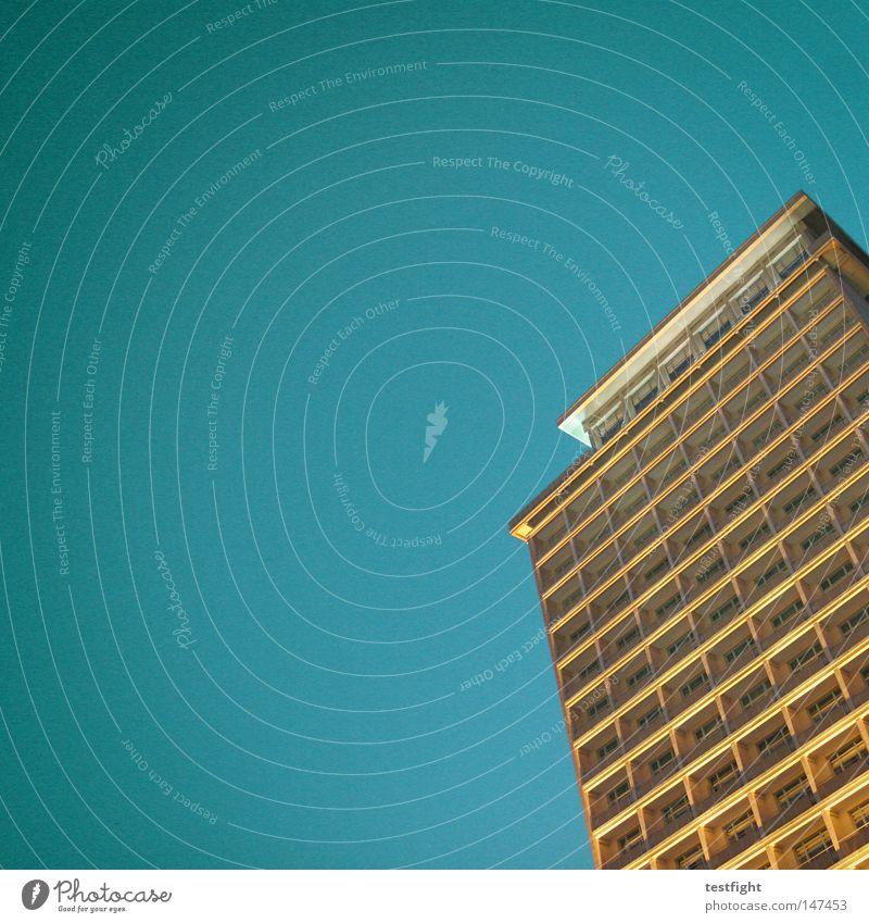 such a superthing Himmel blau Haus Architektur Hochhaus Schönes Wetter Quadrat wenige Wolkenloser Himmel sehr wenige minimalistisch