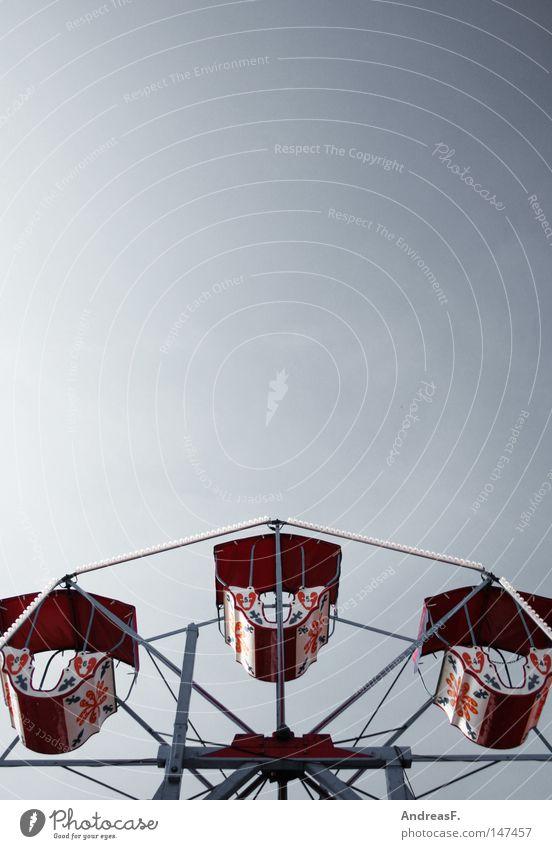 im Himmel ist Jahrmarkt Freizeit & Hobby hoch aufwärts Oktoberfest Bildausschnitt Anschnitt Riesenrad Karussell Wolkenloser Himmel Vergnügungspark