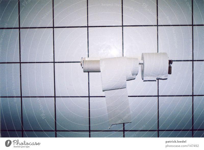 Stoppt den Toilettenpapierdiebstahl auf öffentlichen Toiletten weiß ruhig geschlossen dreckig groß Papier trist rund Reinigen Bad Sauberkeit rein Ende Burg oder Schloss Kot Fliesen u. Kacheln