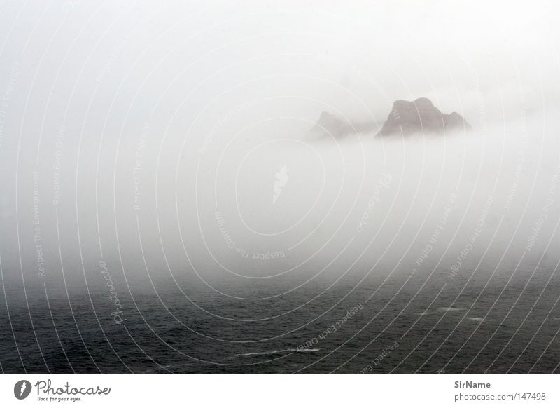 3 [meer und berg im nebel] schön ruhig Ferne Strand Meer Berge u. Gebirge Nebel Küste Stimmung geheimnisvoll erhaben Spiritualität Vogelperspektive