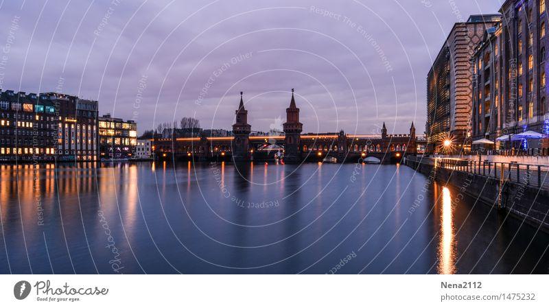 Coming night Stadt ruhig Haus Architektur Beleuchtung Berlin Gebäude Hochhaus Brücke Eisenbahn Turm historisch Bauwerk Denkmal Hauptstadt Stadtzentrum