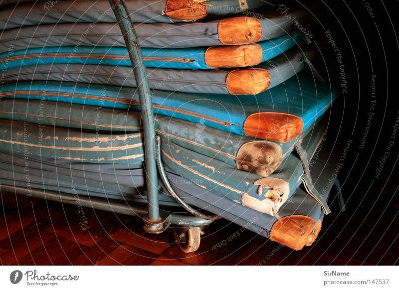 8 [alte Turnmatten] Freizeit & Hobby Sport Leichtathletik Bildung Kammer Sportgerät schäbig Schulsport Sporthalle Turnen weggestellt Geräteraum