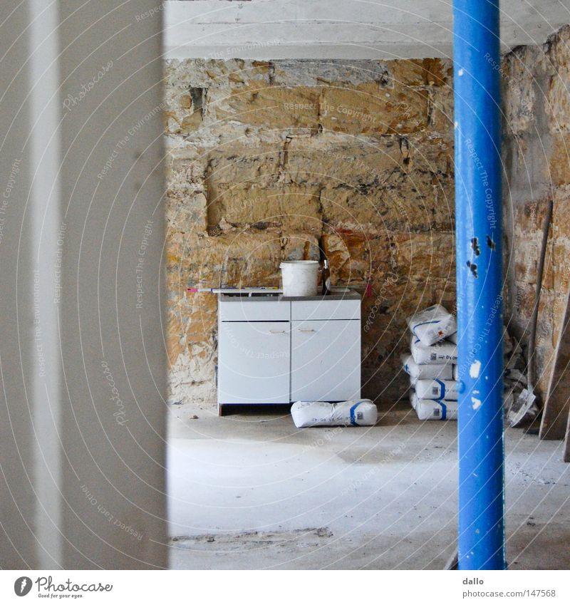 Zimmerblick weiß blau Arbeit & Erwerbstätigkeit Mauer Raum Tür verfallen Eingang Renovieren Eimer Einblick roh bearbeitet Zement