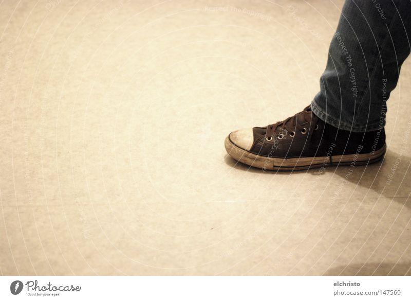 Take one step into the light Schuhe Jeanshose Jeansstoff Chucks Fuß gebraucht getragen Turnschuh braun grau Bodenbelag Schatten ruhig hell warten sitzen Beine