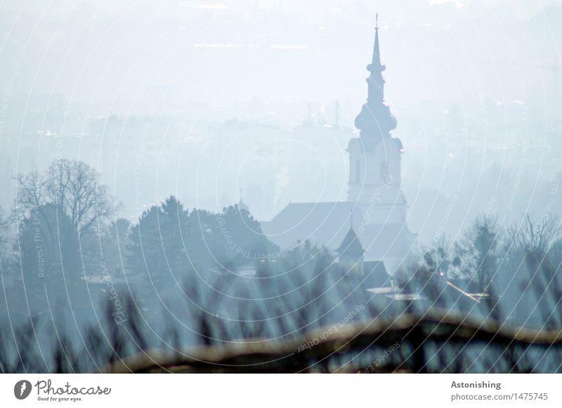 Kirche im Nebel Umwelt Natur Wolken Herbst Wetter Pflanze Baum Wien Österreich Stadt Hauptstadt Haus Turm Bauwerk Gebäude Dach alt dunkel hoch blau grau