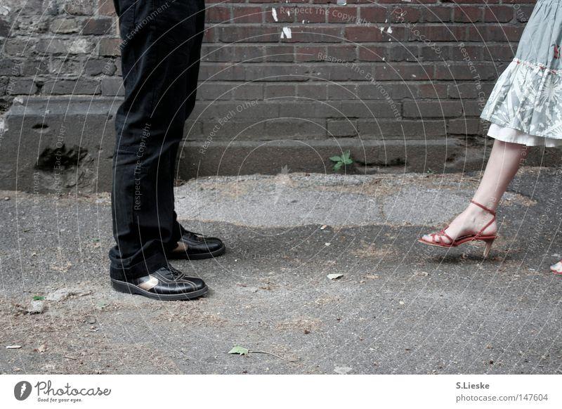 Sie kommt... Fuß Schuhe Rock Partnerschaft Verabredung begegnen