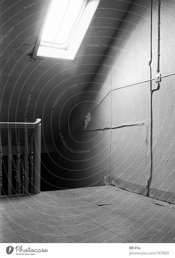 Heiko-3 analog Schwarzweißfoto Treppenhaus Licht Panik Angst storytelling narrativ
