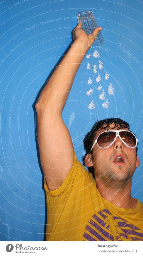 Erfrischung Regen Wand gelb Sommer Sonnenbrille Brille kalt Physik Erholung Ferien & Urlaub & Reisen nass Bekleidung Mann entladen Freude Club Party Wasser