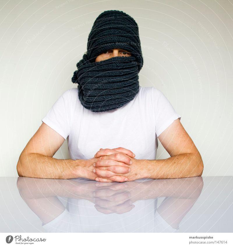 vermummt verpackt verdeckt Schal Seil T-Shirt Mann vermummen ärmellos Selbstständigkeit Demonstration Identität entdecken Gesetze und Verordnungen Rede