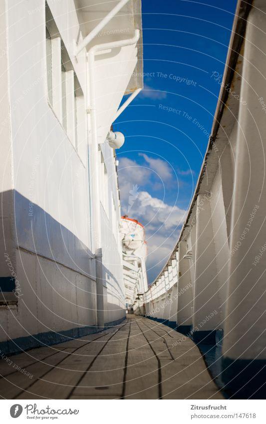 Backbord Himmel weiß blau Wolken Ferne Farbe Holz Wege & Pfade Wasserfahrzeug laufen Perspektive Aussicht Boden Bodenbelag Streifen unten