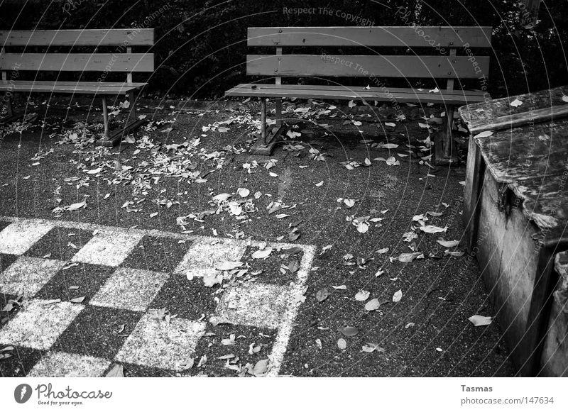 Closed for the Season Einsamkeit kalt Herbst Spielen Freizeit & Hobby warten leer geschlossen verfallen Verkehrswege Schach Schachbrett