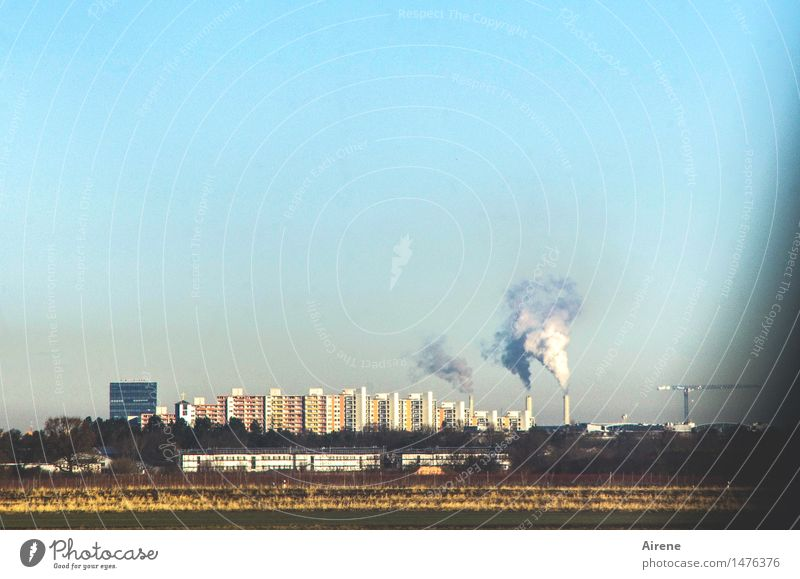 heiße Luft Energiewirtschaft Heizkraftwerk Rauch Wasserdampf Schornstein Himmel Wolkenloser Himmel Klima Klimawandel Schönes Wetter München Stadt Stadtrand