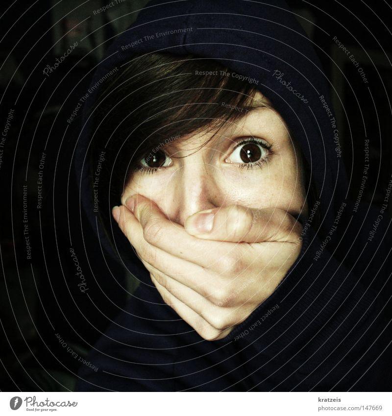 penner! Hand ruhig Auge dunkel Angst Gesicht festhalten Panik Kapuze Schock notleidend