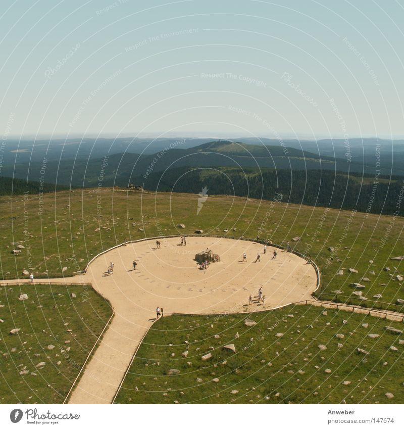 Brocken im Harz - Gipfelplateau Hochplateau Felsplateau Gipfelkreuz Granit Berge u. Gebirge Nationalpark Wiedervereinigung Deutschland Europa Erzählung Bündnis