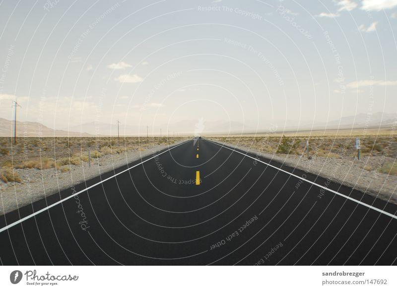 endless Einsamkeit schwarz Straße leer Wüste USA Unendlichkeit heiß Autobahn Verkehrswege Amerika Dessert Kalifornien Schnellstraße Las Vegas