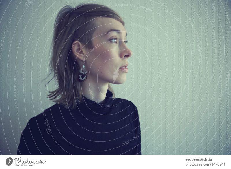 Regard vers l'avenir Mensch Jugendliche Junge Frau ruhig Ferne Leben Denken Haare & Frisuren Stimmung Horizont Raum ästhetisch warten Zukunft Hoffnung