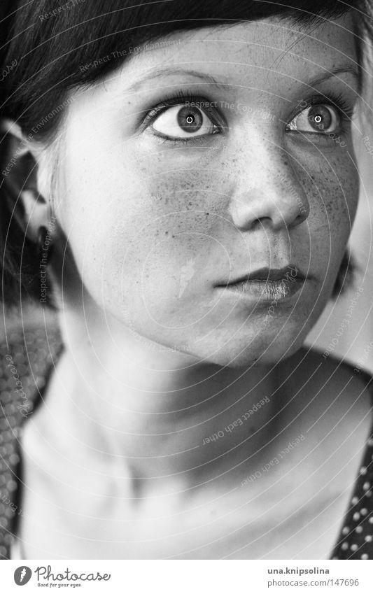 länkar prickig Mensch Frau Jugendliche weiß schwarz Gesicht Erwachsene Auge glänzend Mund Nase Junge Frau Porträt Überraschung Gesichtsausdruck Sommersprossen