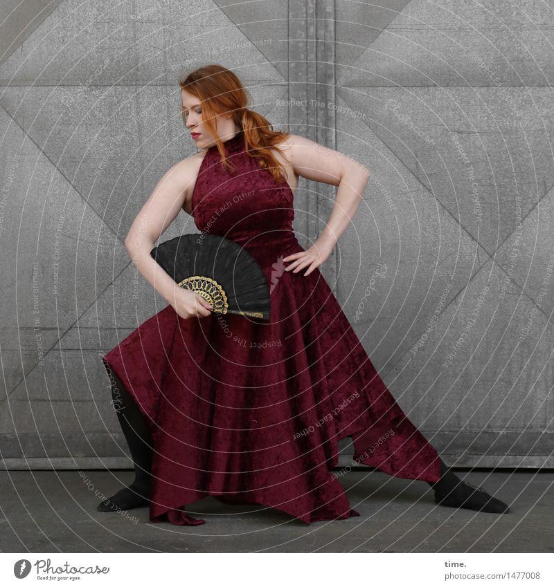 . Mensch schön Wand Leben Wege & Pfade Bewegung feminin Sport Mauer Tür elegant ästhetisch Tanzen Lebensfreude Fitness Kleid