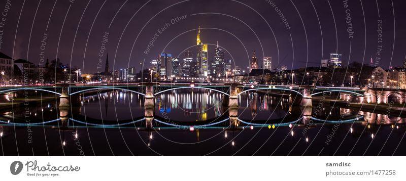Frankfurt Main Skyline in der Nacht Winter Haus Büro Geldinstitut Business Architektur Landschaft Wasser Himmel Wolken Flussufer Stadt Stadtzentrum Hochhaus