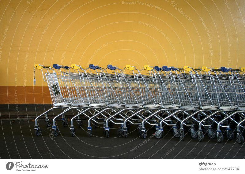 shopping 1.0 Markt viele Supermarkt Konsum Einkaufswagen Behälter u. Gefäße Reihenfolge konsumgeil