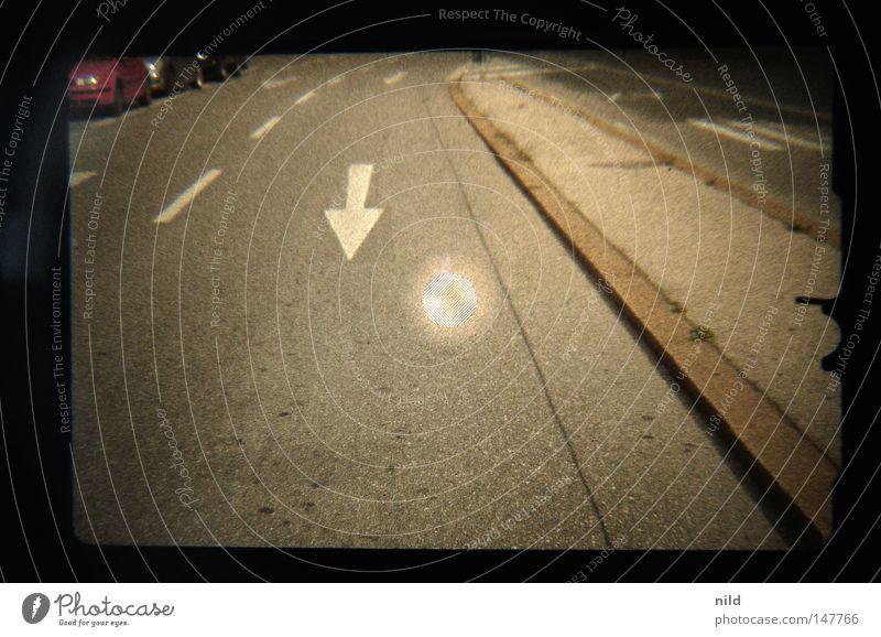 Analog–Digital (Roadmovie) Einsamkeit Straße grau Verkehr leer Pfeil München Verkehrswege Schilder & Markierungen Gesetze und Verordnungen Sucher Vorfahrt