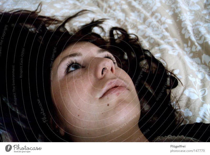 leblos Frau Jugendliche ruhig Gesicht Erwachsene Junge Frau Haare & Frisuren Traurigkeit 18-30 Jahre liegen träumen nachdenklich leer Gesichtsausdruck