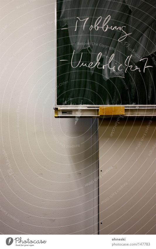 -Mobbing -Unehrlichkeit grün weiß Wand Schule Kommunizieren Reinigen Bildung Wut Schüler Tafel Kreide lügen Ärger Schulunterricht Klassenraum Schwamm